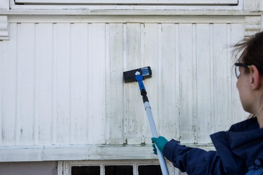 Fjerne svertesopp på husvegg